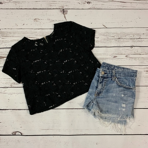 Forever 21 Tops - ❄️3/$25 Forever 21 Black Lace Detail Crop Top